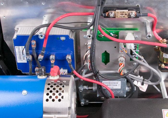 feature_electric-go kart_JJ-Amusements_plugnplay